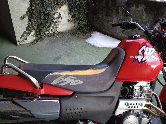 Riss in der Honda SLR 650 Sitzbank