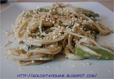 germe di grano, panna soia, Primi, ricette vegan, riso, semi sesamo, spaghetti, taccole, tamari,
