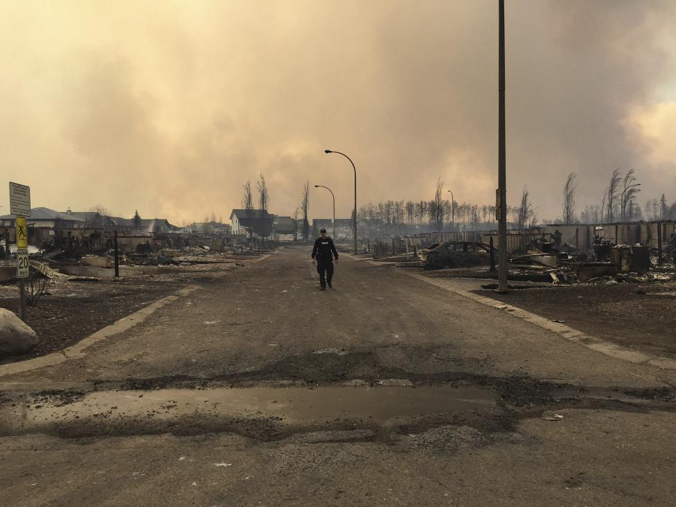 "Fort McMurray Fire Update: ""No amount of resources can put this fire out!"" Fire doubles in size..."
