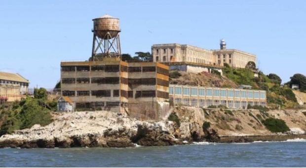 Για ποιο λόγο στις φυλακές του Αλκατράζ είχαν μόνο ζεστό νερό;