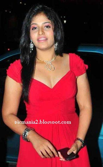 Anjali At 58th Filmfare Awards cleavage