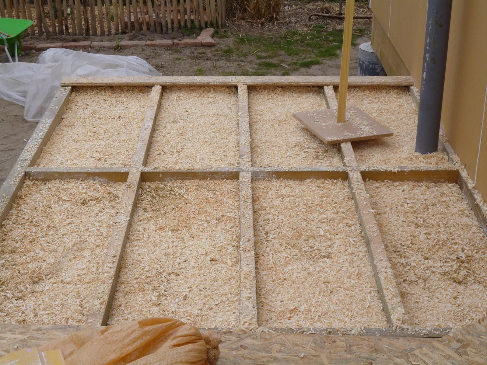 Maison paille autoconstruction azur 40 for Isolation copeaux de bois