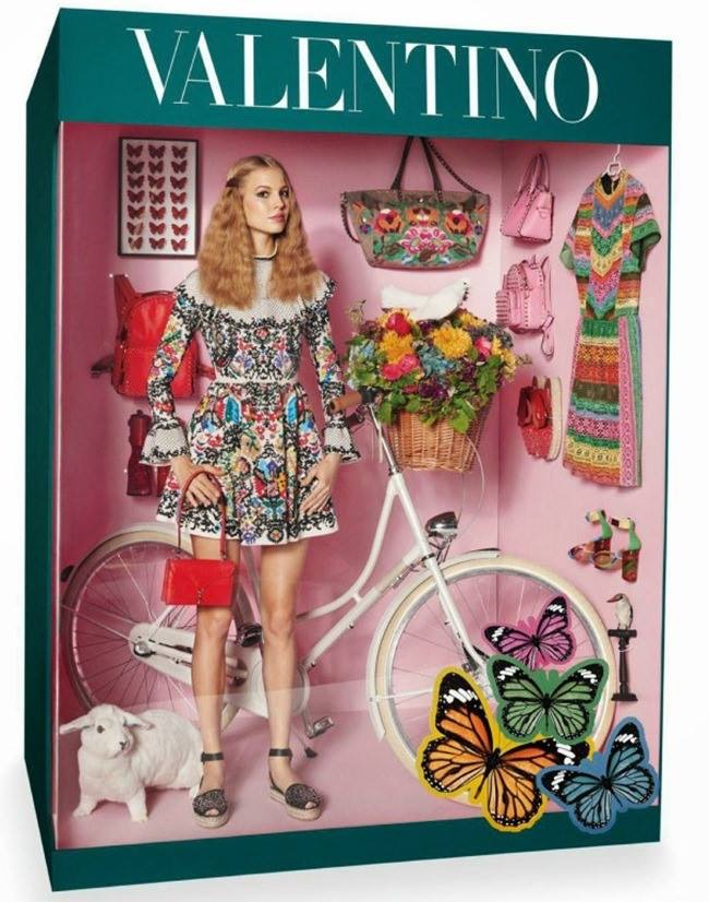 Modelos_hacen_homenaje_a_Barbie_The_Pink_Graff_05