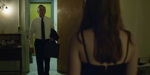 Frank Underwood begins affair with Zoe Barnes