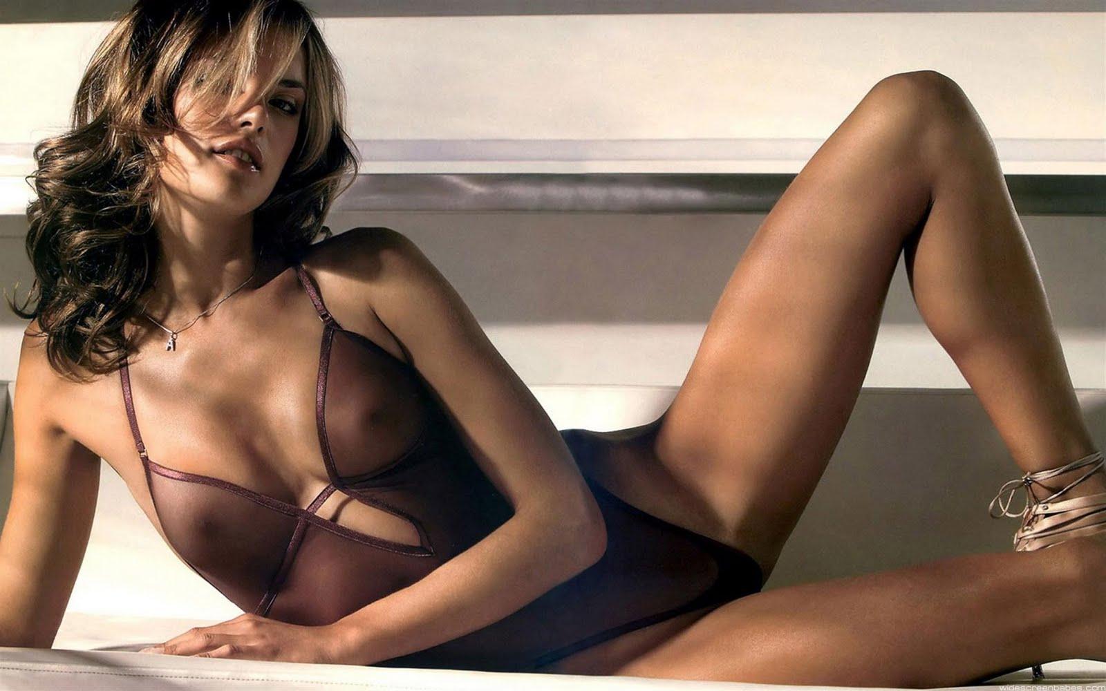 http://4.bp.blogspot.com/-Xa8udqGAE_Q/TX-3hWoNTYI/AAAAAAAAGQU/-lD1agV70Q8/s1600/Alessandra%2BAmbrosio13.jpg