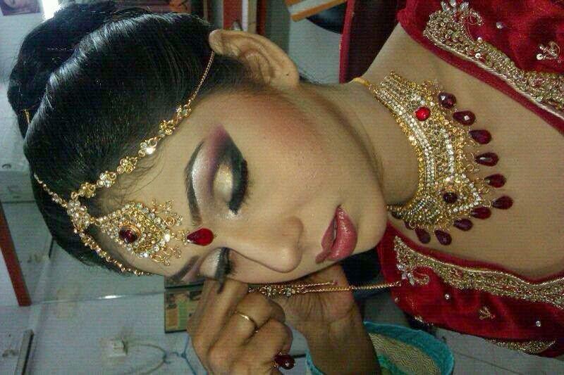 Mehndi Makeup Karachi : Our services ~ haifa beauty parlor saloon hair cutting and