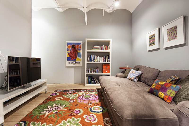 Rugs decoration stunning ideas to help you decorating for Simple apartment living room ideas