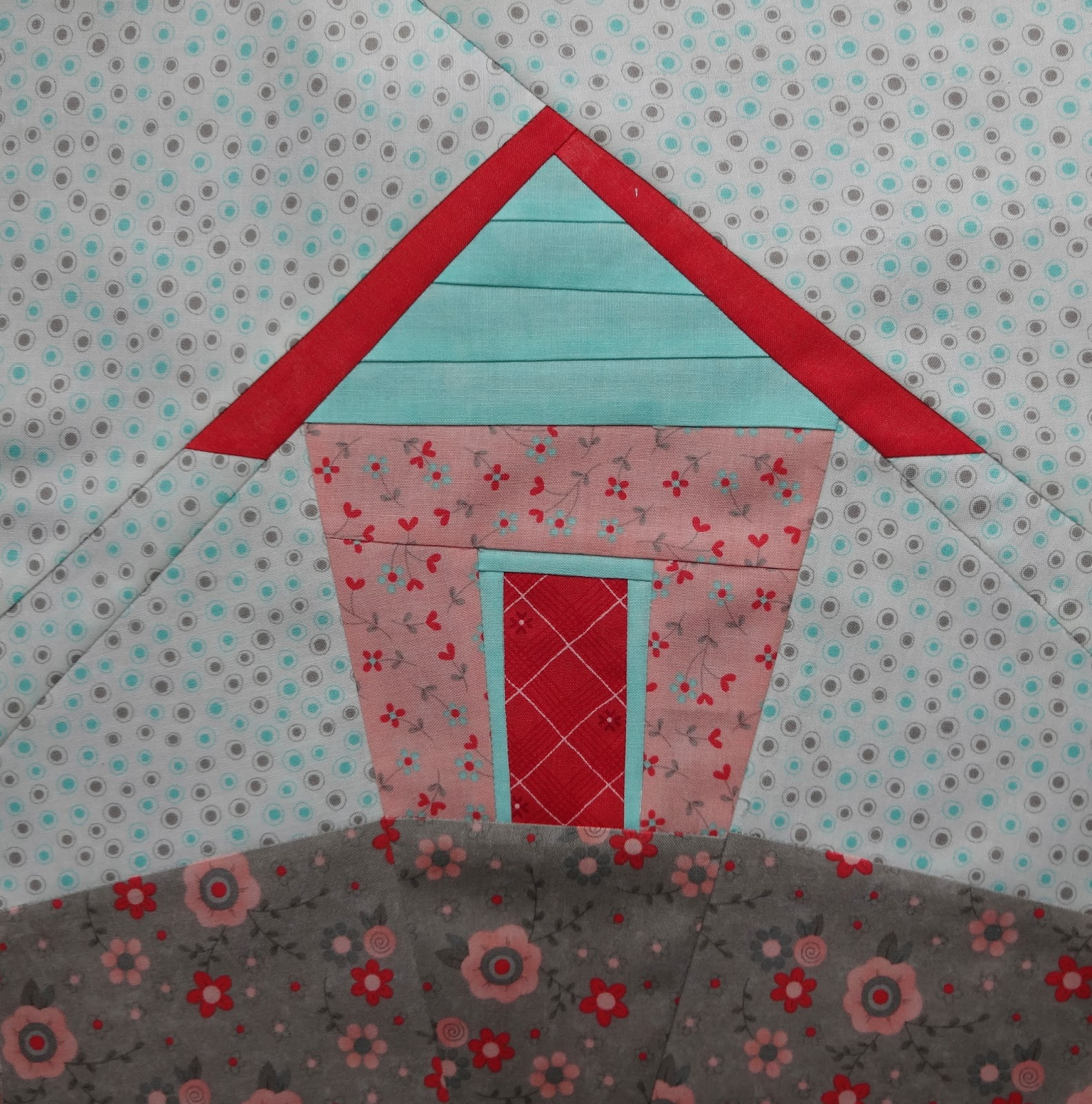 Handicrafty sisters kathy 39 s wonky paper pieced house for House pattern