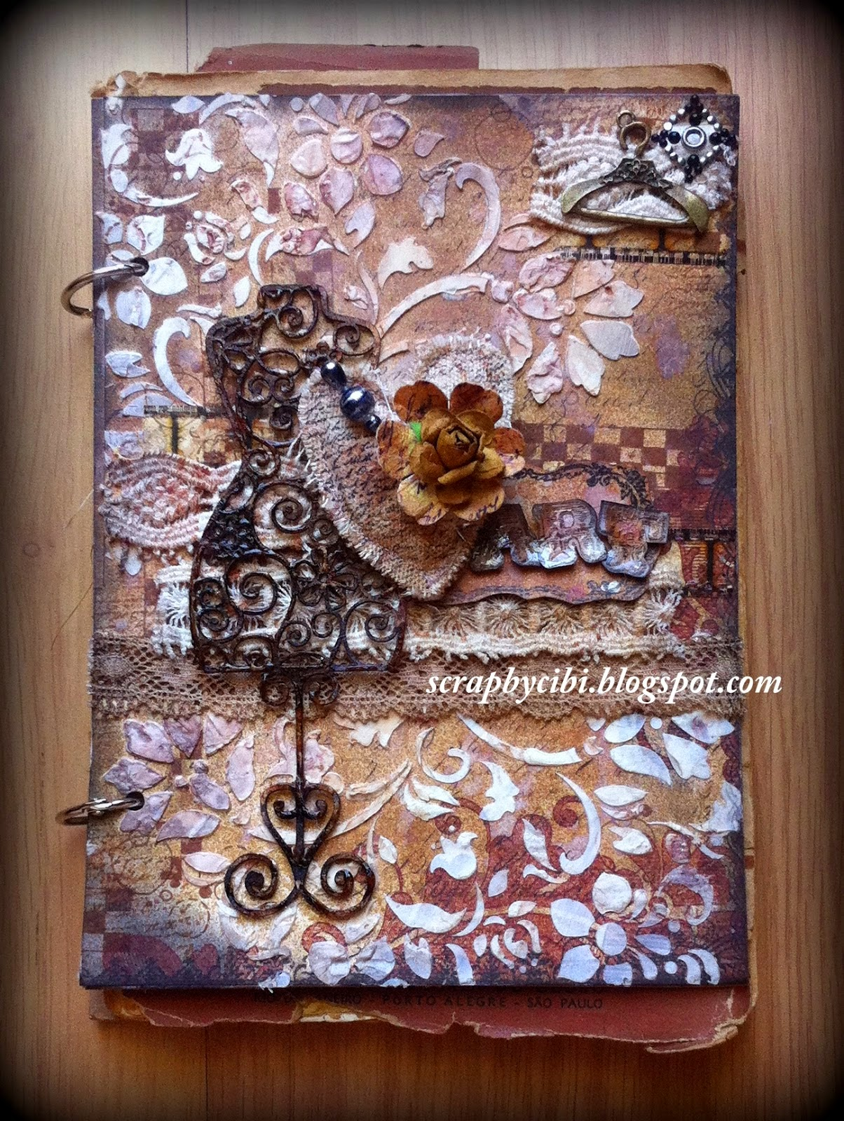 http://scrapbycibi.blogspot.com.br/2014/12/altered-book-live-with-prima.html