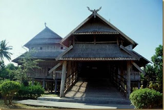 rumah adat nusa tenggara barat NTB rumah adat Dalam loka samawa nusa tenggara barat NTB 300x201 Gambar Rumah Adat Indonesia