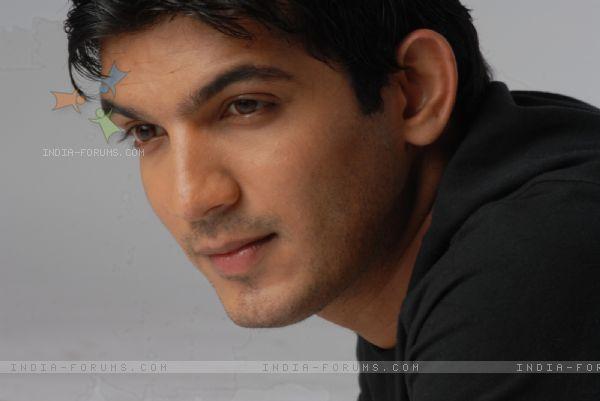 Arjun sanaya dating