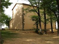 Les façanes nord i est de la capella
