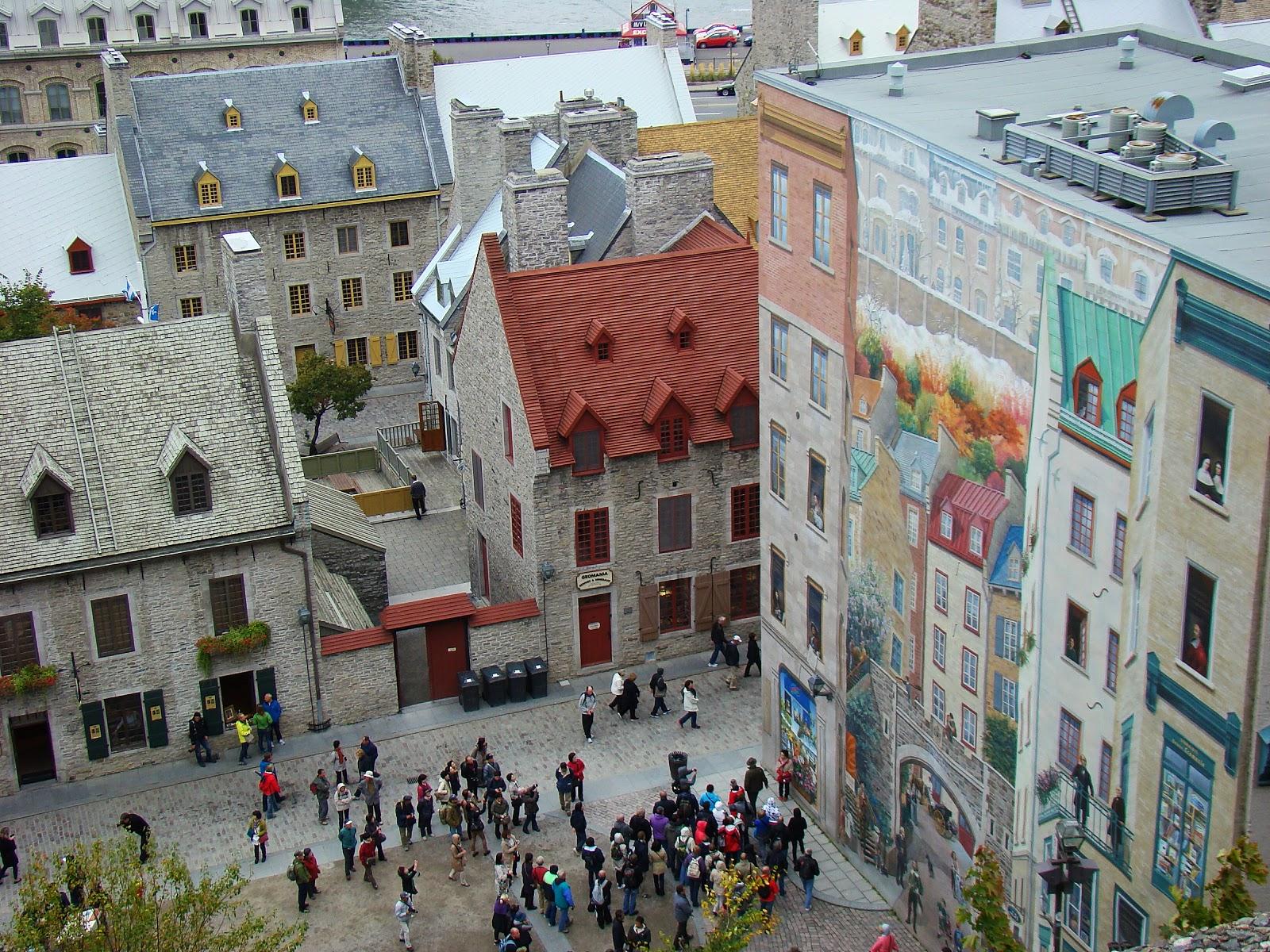Гуляя по Старому Квебеку можно полюбоваться уличным искусством.