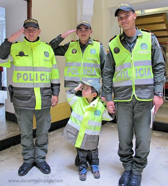 Visita guiada e gratuita ao Museu Historico da Policia Nacional de Colombia com criança. Viagem em família por Bogotá. O que fazer na cidade.