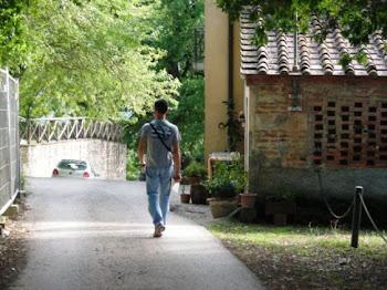 Uscendo dalla casa di Giotto (comune Vicchio)