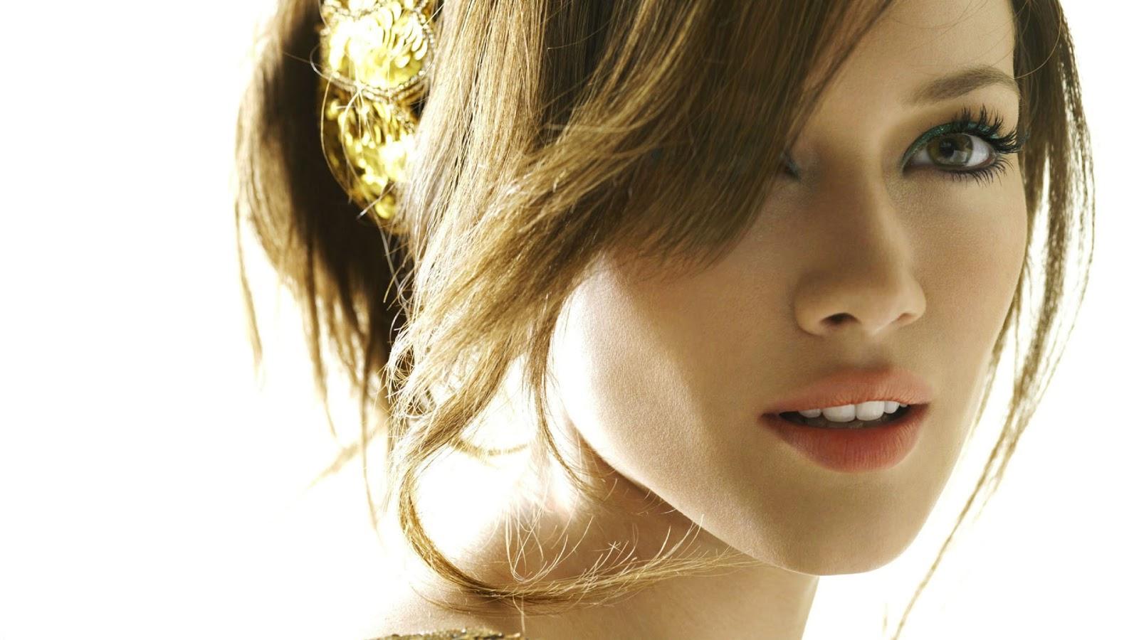 Hilary Duff Looking Beautiful
