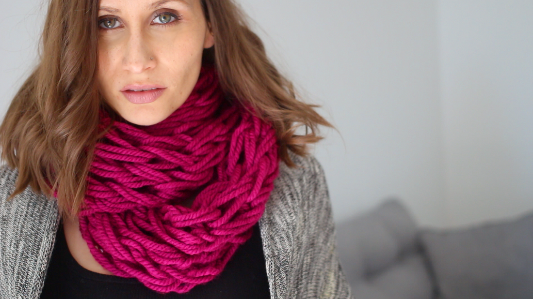 tricoter un snood avec ses bras