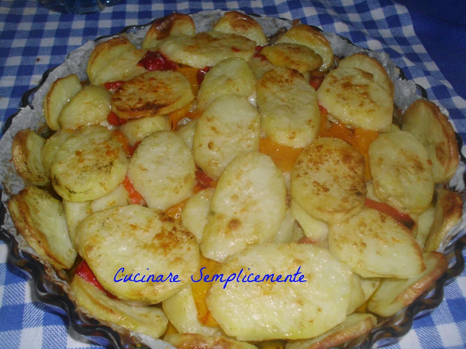 Cucinare semplicemente patate e peperoni a forno - Cucinare i peperoni ...