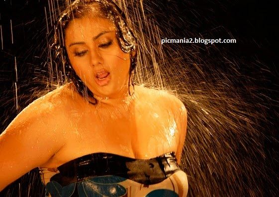 Namitha Exposing Hot cleavage and wet image Gallery