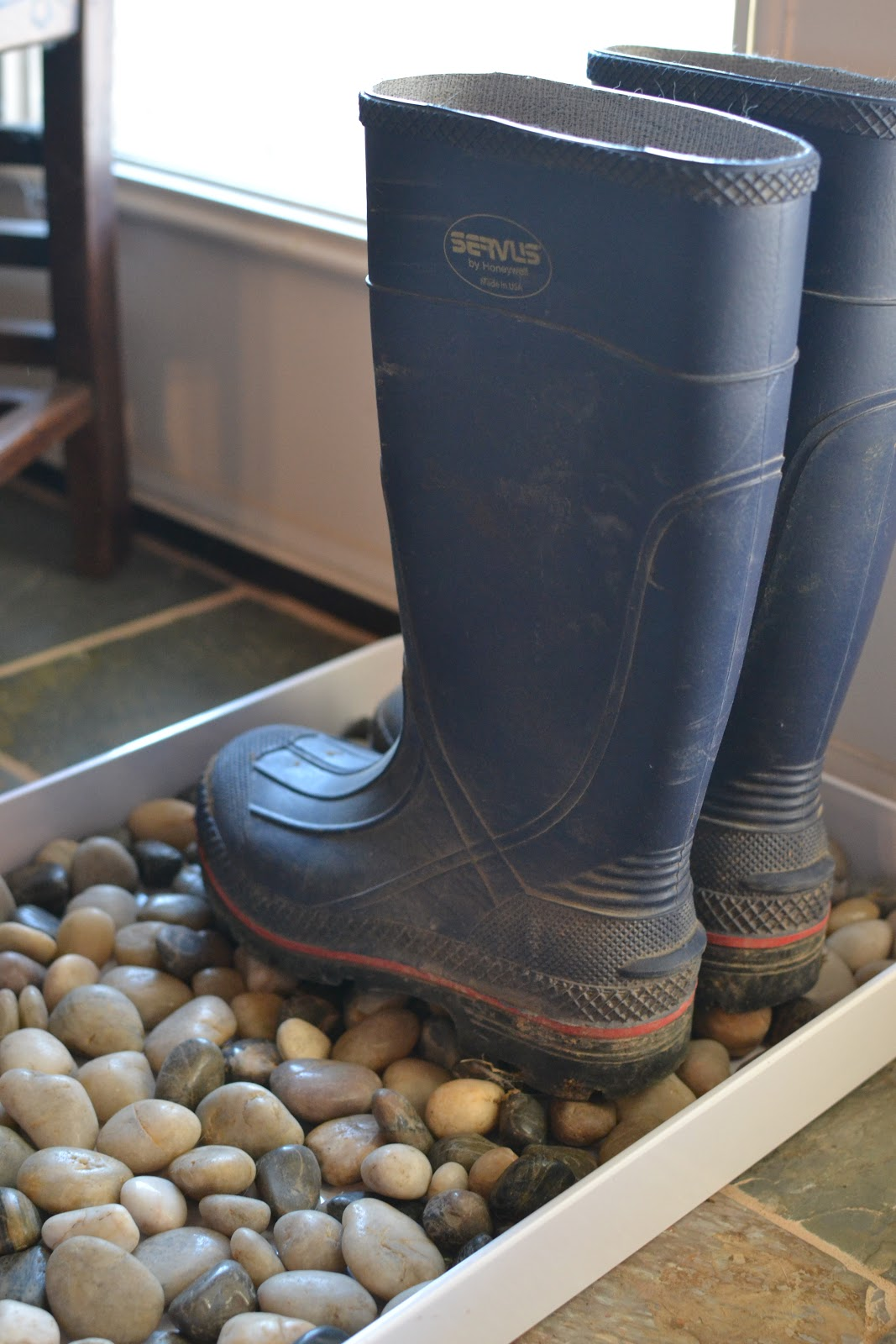 our neck of the woods diy muddy boot tray
