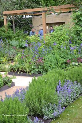 Tuindesign the homebase garden ontworpen door adam frost for Xd garden design