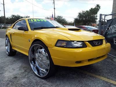 Ford Mustang com rodas 28 polegadas