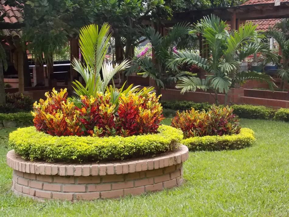Arreglos de jardiner a como construir un jardin for Como decorar parques y jardines