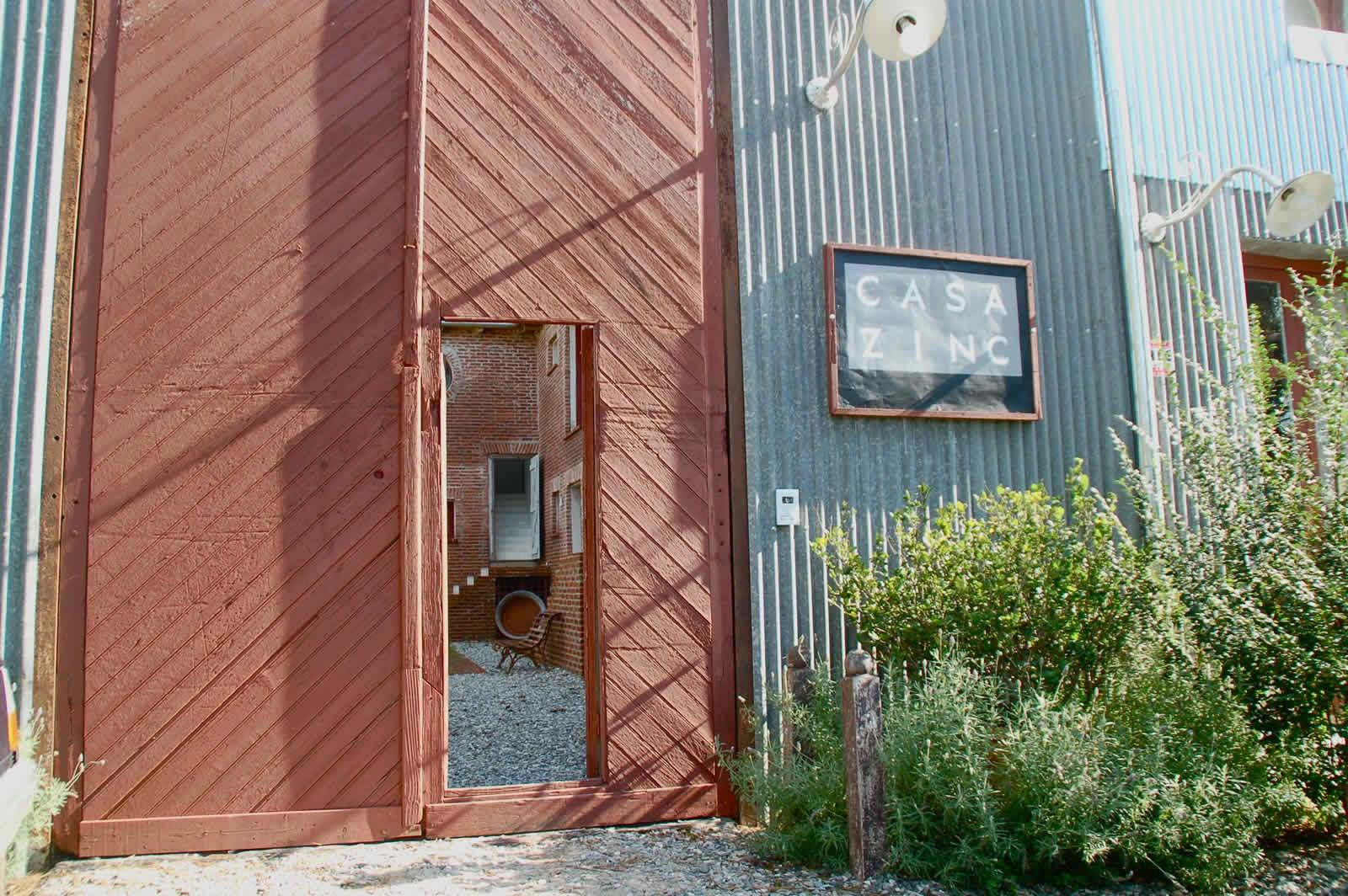 posada casa zinc dise o ecl ctico en punta del este