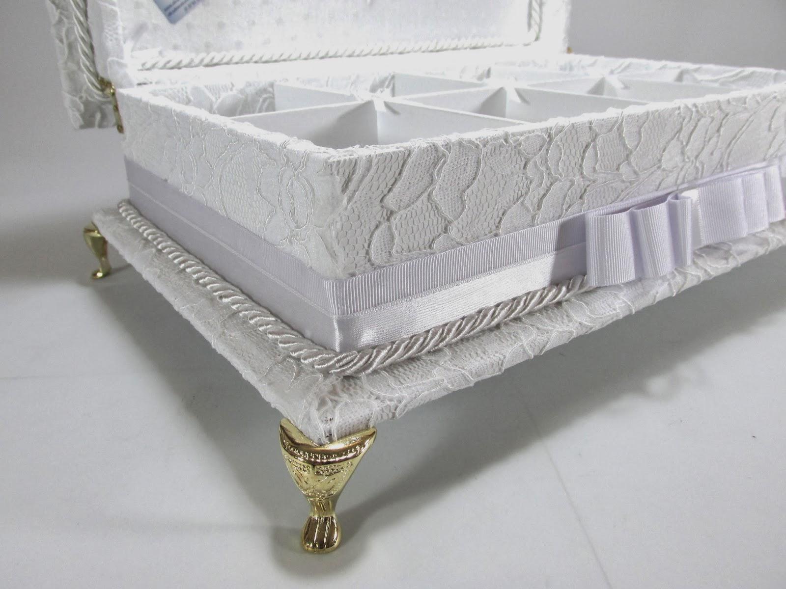 Divina Caixa Caixa Kit Toalete em RENDA, bordada e com pés de me -> Kit Banheiro Acrilico Decorado