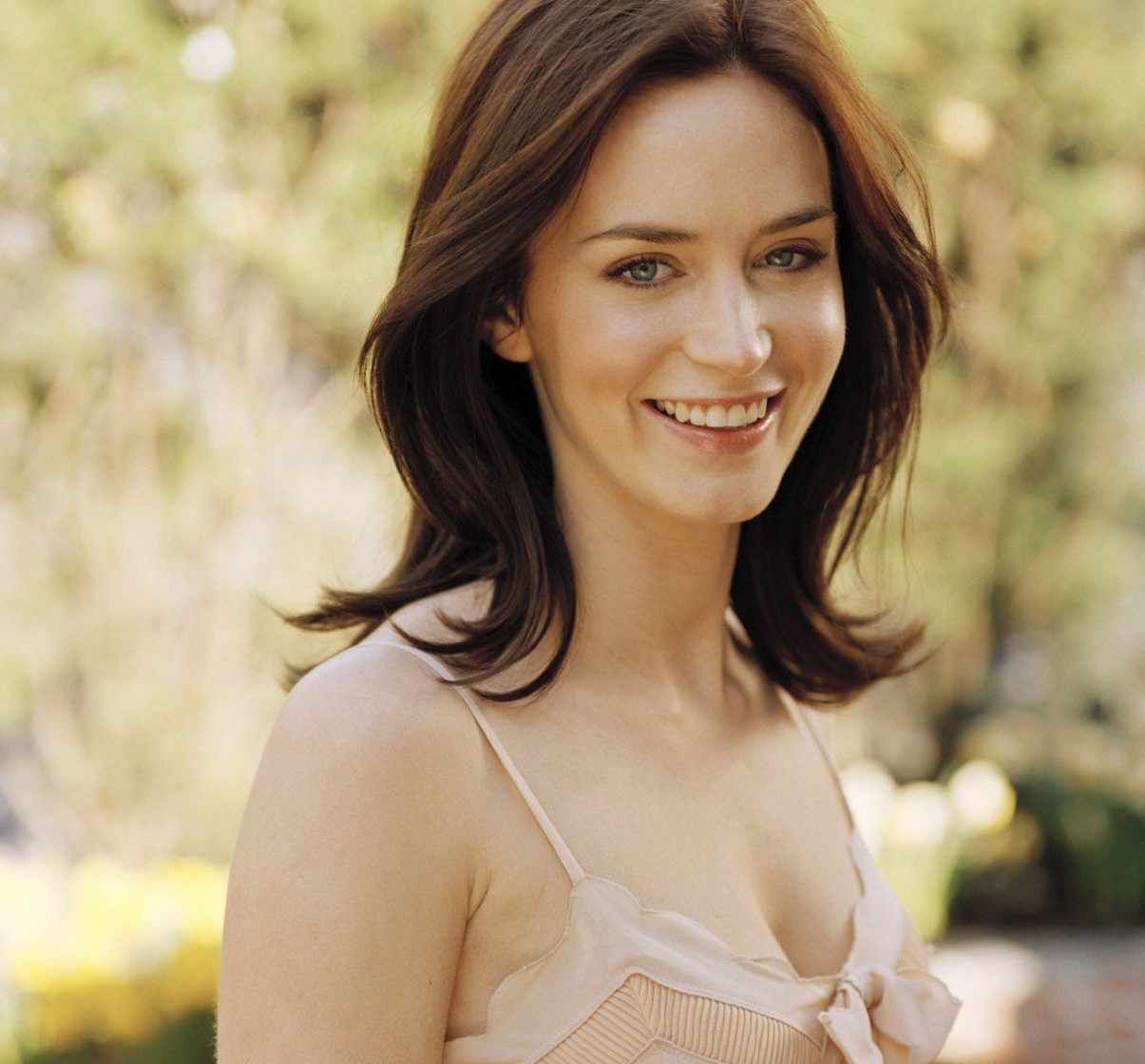 Emily Blunt (born 1983 (naturalized American citizen)
