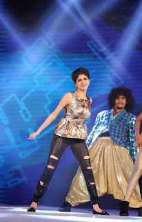 Actress Naveena Dance Performance at Gama Awards Pictures Stills Gallery 2