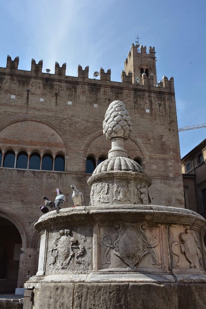 Piazza Cavour Rimini fountain