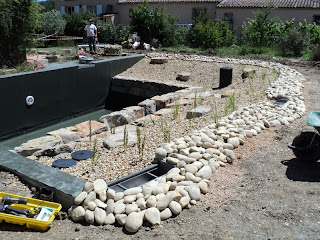 piscine naturelle en r gion paca 4 les tapes d 39 une construction d 39 une piscine naturelle. Black Bedroom Furniture Sets. Home Design Ideas