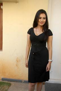 Anu Smruthi New Pictures Stills CF 05.jpg