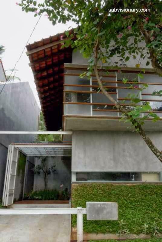Vista del frente de la casa económica en Indonesia