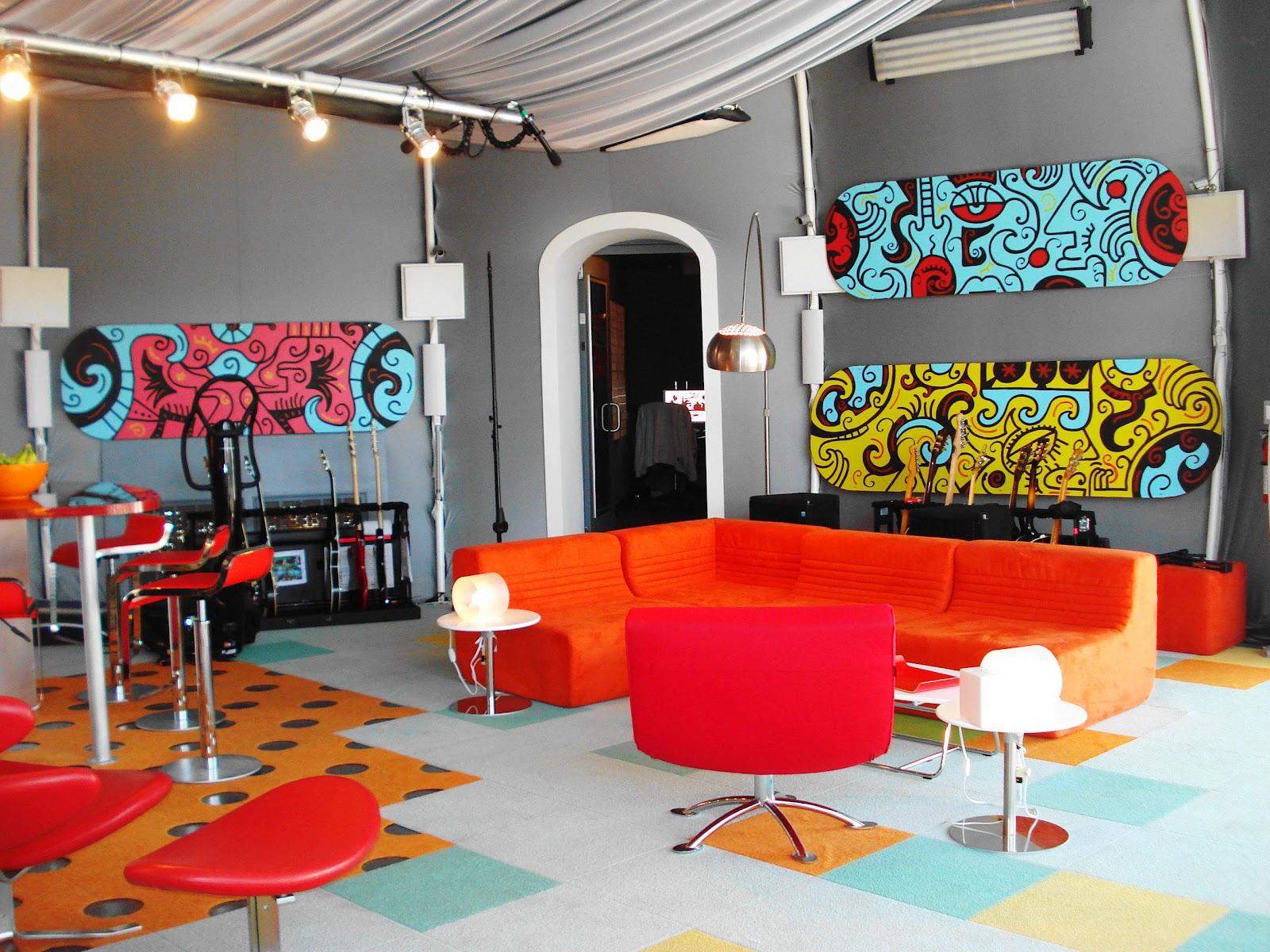 Vibrant Family Room Interior Design Idea | Vintage Romantic Home