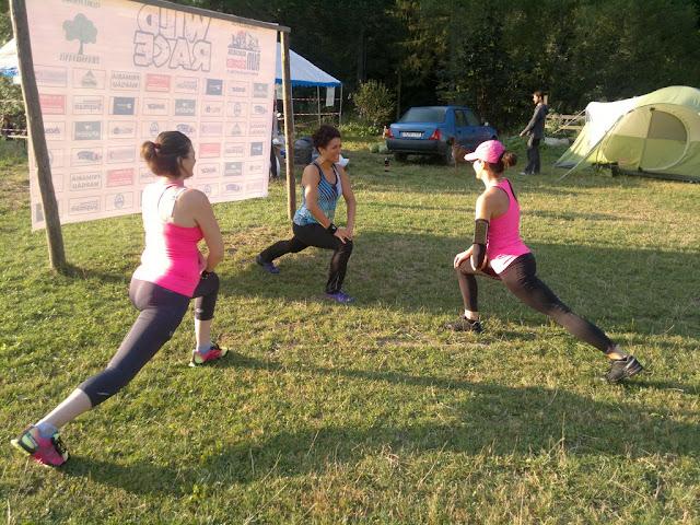 Florin Chindea, maseur la Runsilvania Wild Race 2015. Masaj din Timişoara la Răchiţele. Diana Amza şi Supermămici Alergătoare făcând încălzirea înainte de concurs