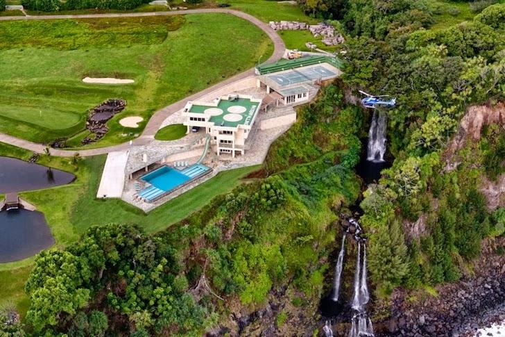 Impressive Waterfall House in Hawaii