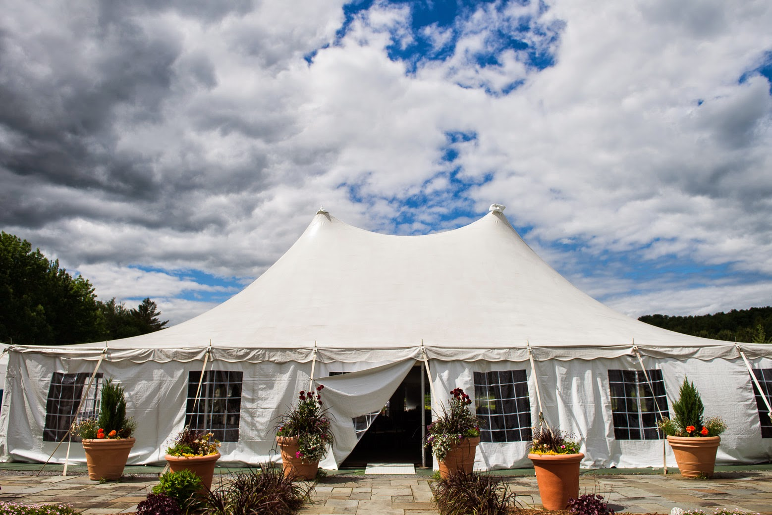 ... to Vermont Tent for all the other gorgeous surrounding the flowers to Nicole and Topnotch Resort and Spa for their incredible spot Chris at Photobooth ... & Two House Photo: Lindsey u0026 Erik: Topnotch Stowe VT: summer ...