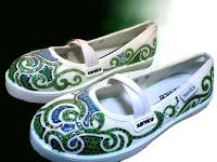 sepatu lukis untuk cewek,sepatu lukis,sepatu lukis cewe,sepatu lukis ornamen,sepatu lukis batik