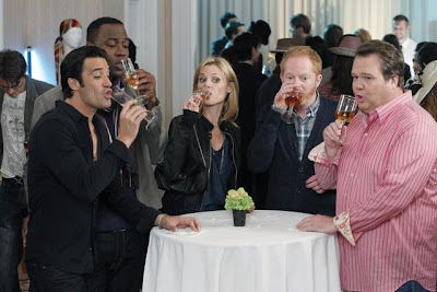 Modern Family: Cheers to the freakin' weekend