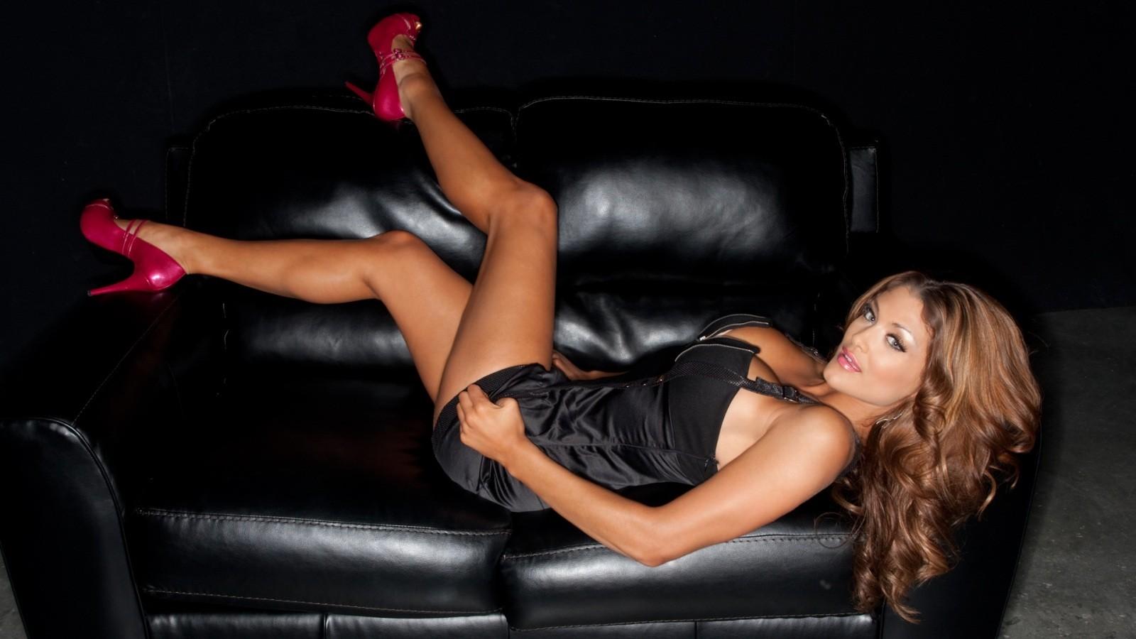 http://4.bp.blogspot.com/-Xg-VHI8teU8/Tz0m53kJ-PI/AAAAAAAAH54/o73zpm42iPw/s1600/WWE+Eve+Torres+hd+Wallpapers+2012_4.jpg