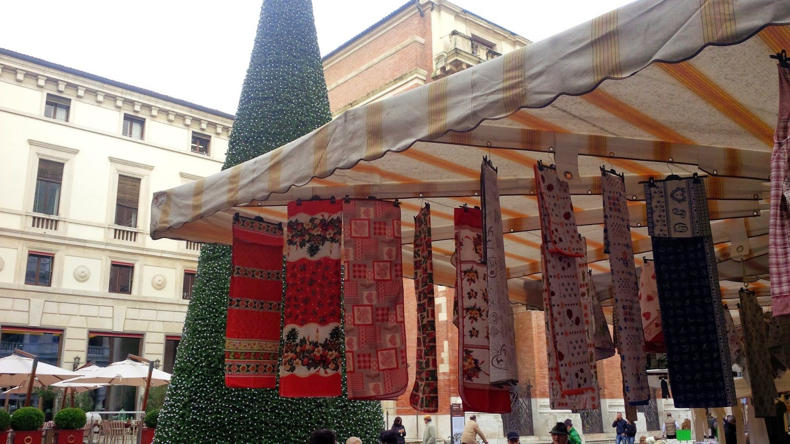 Christmas table covers and bedspreads at Vicenza's market