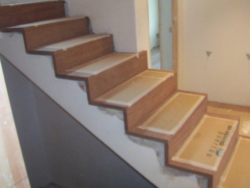 Roda decoraci n escaleras y barandas - Revestimiento para escaleras ...