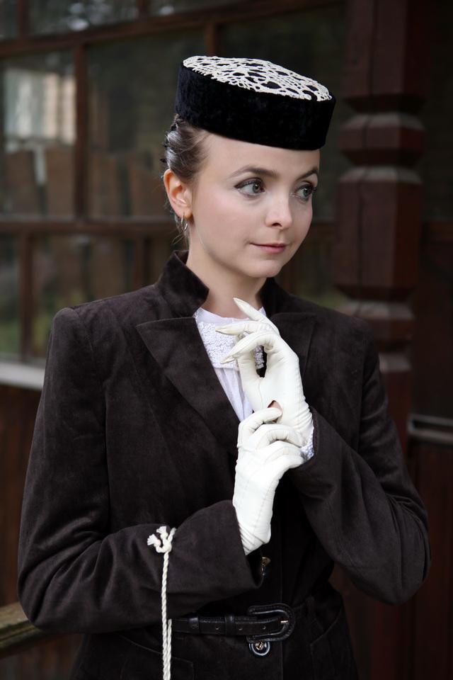 женская шляпка таблетка