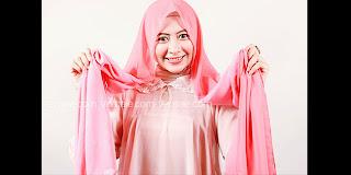 Tutorial Cara Memakai Jilbab Segi Empat, Model 2 Warna Kreasi Modern