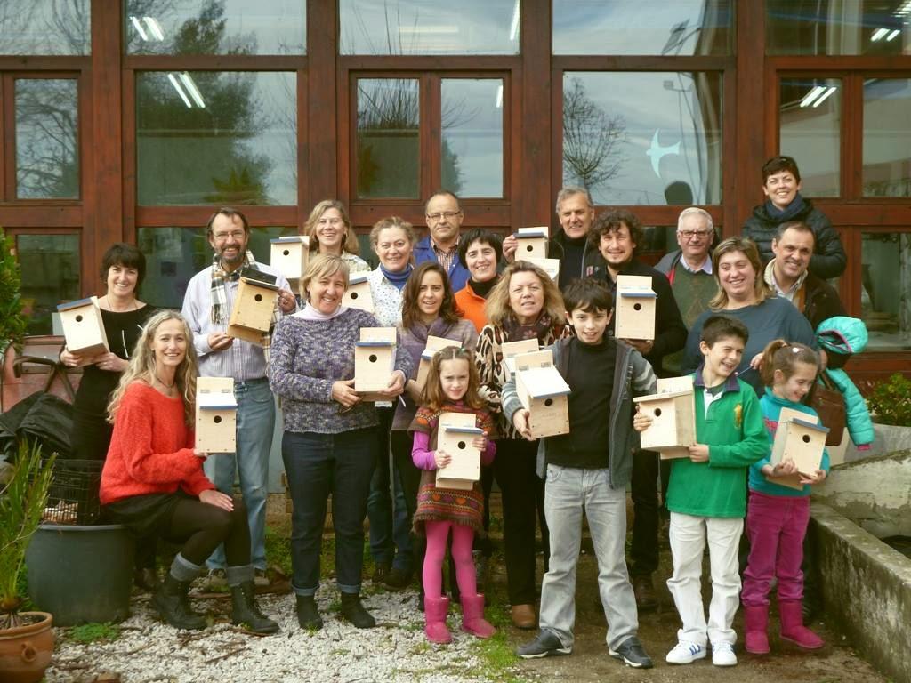 Participantes del taller de SEO/Birdlife con sus cajas nido hechas