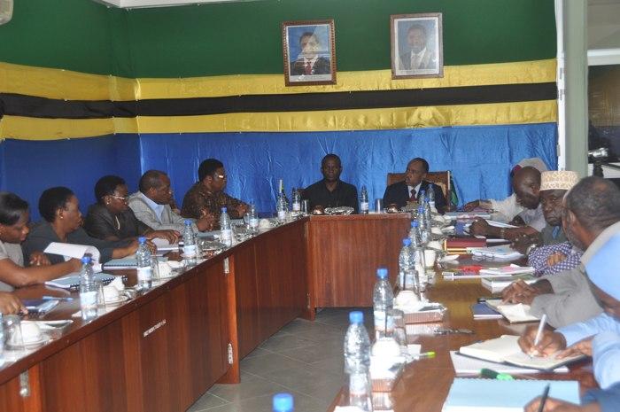 Mawaziri Ali Juma Shamuhuna na Shukuru Kawambwa wakiongoza mkutano ulowashirikisha maofisa kutoka Wizara hizo jana.
