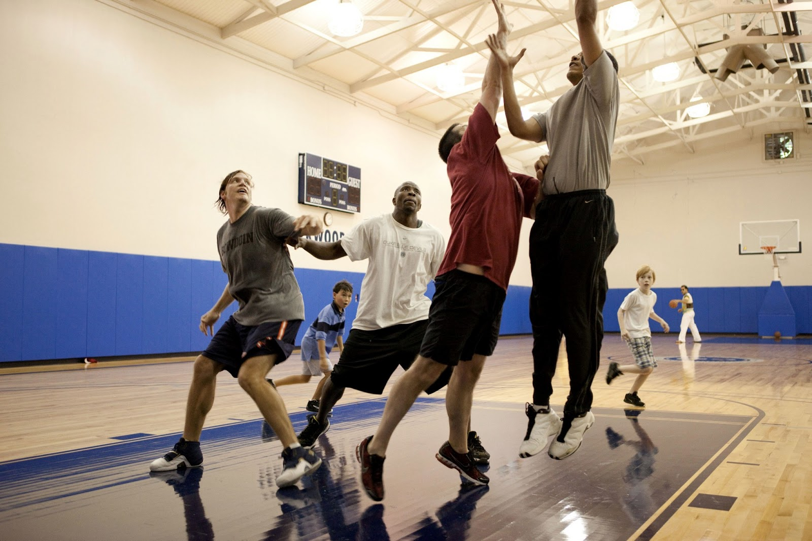 Obama Entertainment: Barack Obama Playing Basketball