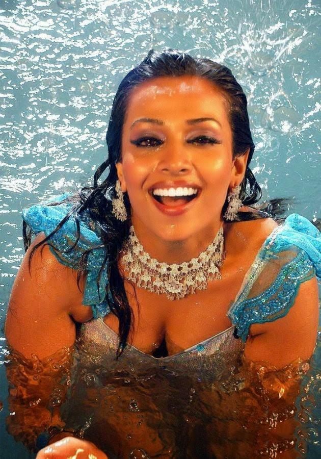 Flora Saini[Aasa Saini] latest hot photos